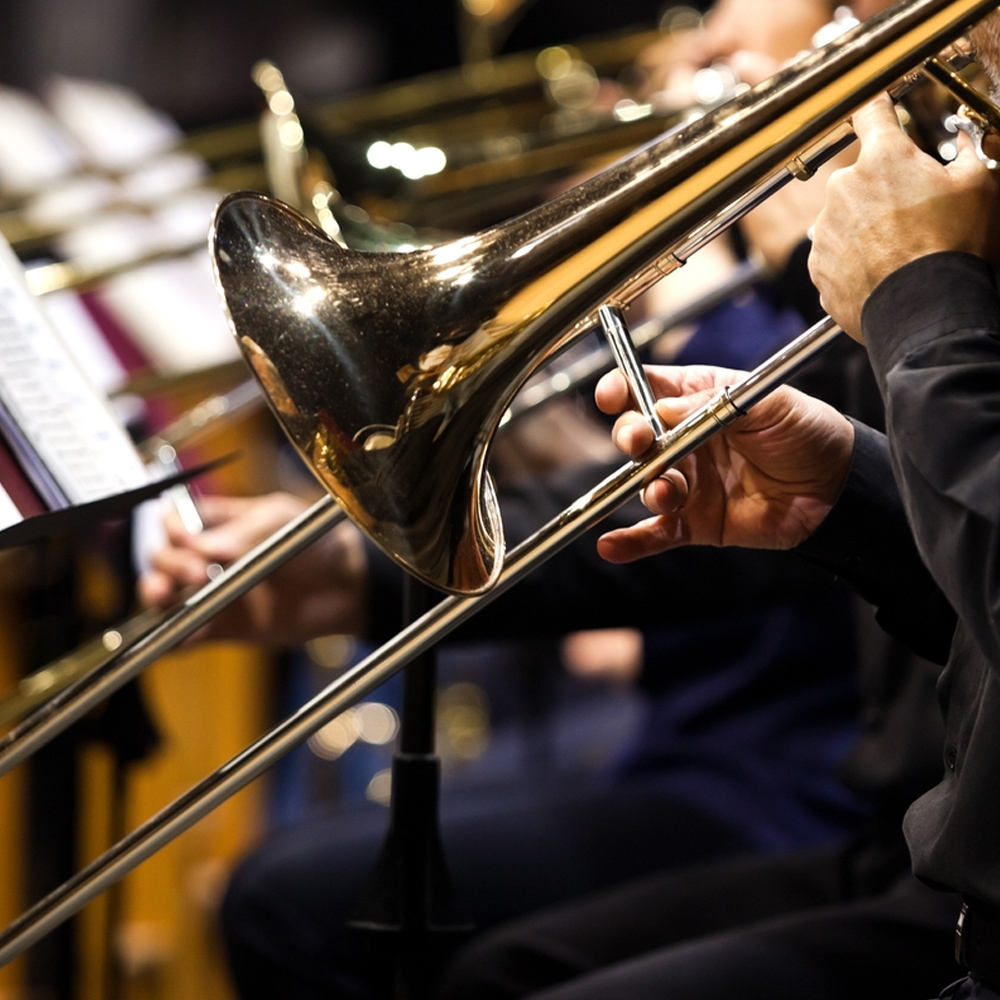 musicos tocando el trombon